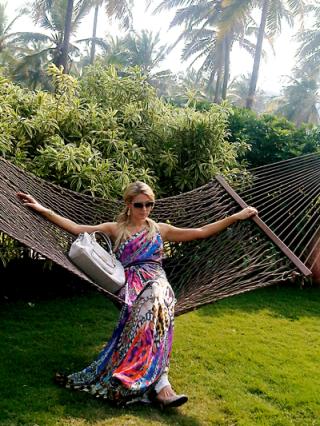 20121202-BonTon-ParisHiltonHandbags-Goa